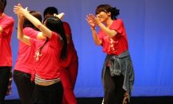 ダンスサークル 発表会で元気にダンス