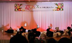 舞台でアクロバットダンス
