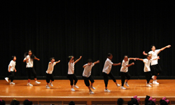 子供のダンスコンテストにゲスト参加
